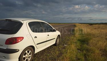 Foto venta Auto Usado Peugeot 206 1.4 X-Line 5P (2007) color Blanco Banquise precio $120.000