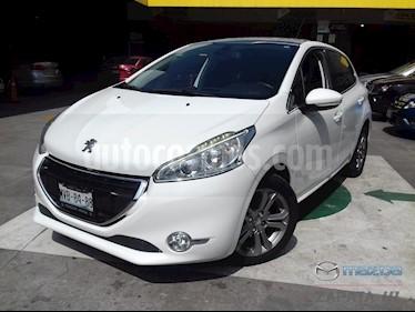 Foto venta Auto Seminuevo Peugeot 208 1.6L Feline Aut (2016) color Blanco Banquise precio $200,000