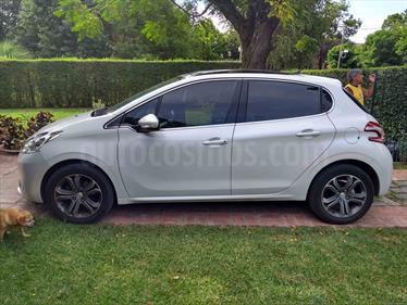 foto Peugeot 208 Feline 1.6