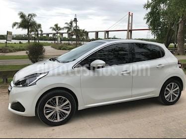 foto Peugeot 208 Feline 1.6 usado (2017) color Blanco precio $490.000