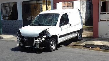 Foto venta carro Usado Peugeot Partner Origin 1.4L (2012) color Blanco Banquise precio u$s1.300