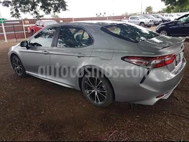 Foto venta Auto Usado Toyota Camry SE 2.5L (2018) color Plata precio $409,000