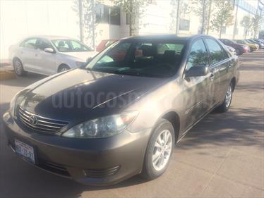 Foto venta Auto Seminuevo Toyota Camry XLE 2.4L (2006) color Gris Piedra precio $75,000