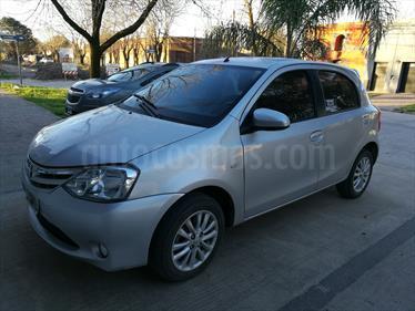 Foto venta Auto Usado Toyota Etios Hatchback XLS (2014) color Gris Plata  precio $225.000