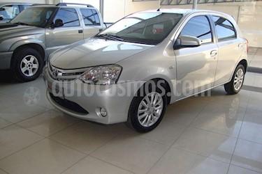 Foto venta Auto Usado Toyota Etios Hatchback XLS (2013) color Gris Claro precio $180.000