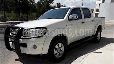 Foto venta Auto Seminuevo Toyota Hilux Cabina Doble SR (2010) color Blanco precio $195,000