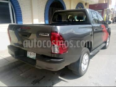 Foto venta Auto Seminuevo Toyota Hilux Cabina Doble SR (2018) color Gris precio $333,000
