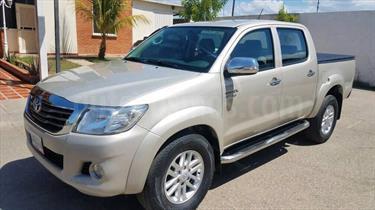 Foto venta carro usado Toyota Hilux Doble Cabina 4.0L 4x4 Aut (2013) color Arena Dorada precio u$s23.000