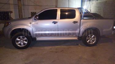 Foto venta carro usado Toyota Hilux Doble Cabina 4x4 (2007) color Plata precio u$s11.000