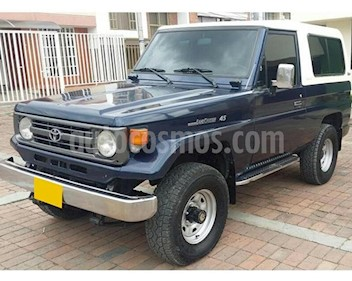 Foto venta Carro usado Toyota Land Cruiser  70 Cabinado Largo (1995) color Azul precio $38.000.000
