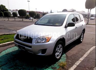 Foto venta Auto usado Toyota RAV4 2.4L Base 3a. fila de asientos (2012) color Plata precio $175,000