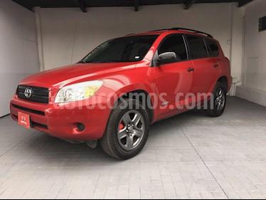 Foto venta Auto Seminuevo Toyota RAV4 2.4L Base 3a. fila de asientos (2008) color Rojo