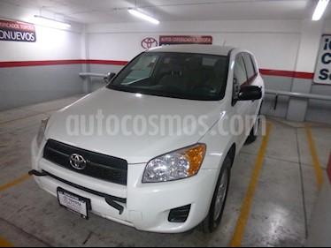 Foto venta Auto Seminuevo Toyota RAV4 2.5L Base 3a. fila de asientos (2012) color Blanco precio $210,000