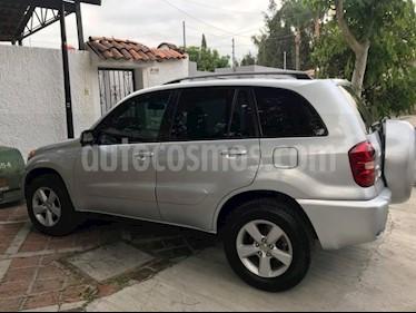 Foto venta Auto Seminuevo Toyota RAV4 Limited (2005) color Plata precio $118,000