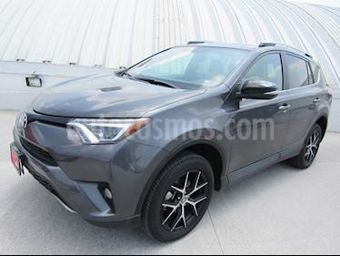 Foto venta Auto Seminuevo Toyota RAV4 SE 4WD (2018) color Gris Oscuro precio $495,000
