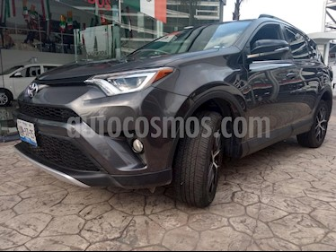 Foto venta Auto Seminuevo Toyota RAV4 SE 4WD (2016) color Gris precio $385,000