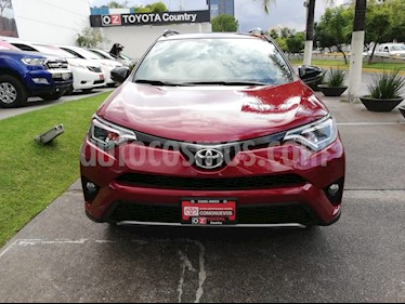 Foto venta Auto Seminuevo Toyota RAV4 SE 4WD (2018) color Rojo