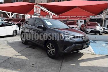 Foto venta Auto Seminuevo Toyota RAV4 XLE 4WD (2016) color Gris Oscuro precio $300,000