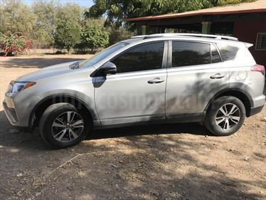 Foto venta Auto usado Toyota RAV4 XLE Plus 4WD (2016) color Gris Plata  precio $379,000