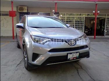 Foto venta Auto Seminuevo Toyota RAV4 XLE Plus 4WD (2018) color Plata precio $420,000