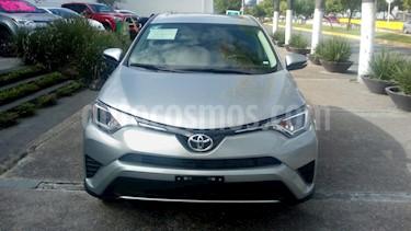 Foto venta Auto Seminuevo Toyota RAV4 XLE Plus 4WD (2018) color Plata