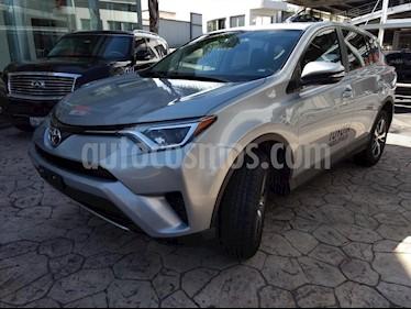 Foto venta Auto Seminuevo Toyota RAV4 XLE  (2018) color Plata precio $417,000