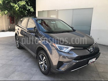 Foto venta Auto Seminuevo Toyota RAV4 XLE (2016) color Gris Oscuro precio $375,000