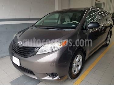 Foto venta Auto Seminuevo Toyota Sienna CE 3.5L (2012) color Gris Oscuro precio $221,000