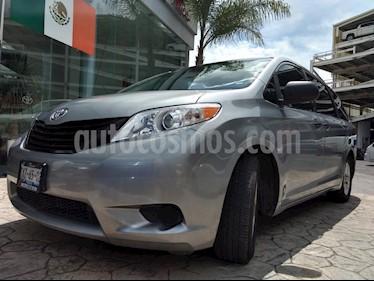 Foto venta Auto Seminuevo Toyota Sienna CE 3.5L (2013) color Plata precio $260,000