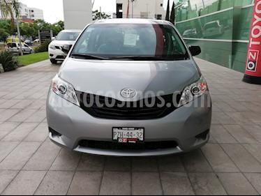 Foto venta Auto Seminuevo Toyota Sienna CE 3.5L (2017) color Plata