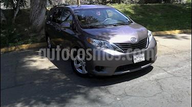 foto Toyota Sienna LE 3.5L