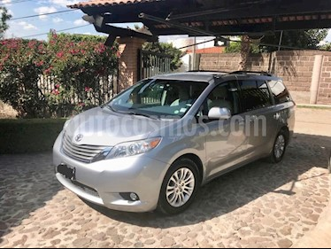 Foto venta Auto usado Toyota Sienna XLE 3.3L (2012) color Plata precio $220,000
