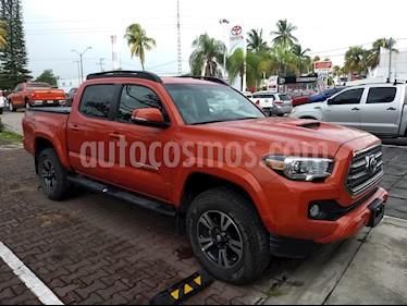 Foto venta Auto Seminuevo Toyota Tacoma Edicion Especial 4x4  (2017) color Naranja precio $660,000