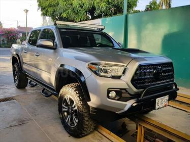Foto venta Auto Seminuevo Toyota Tacoma TRD Sport (2016) color Gris Claro precio $550,000