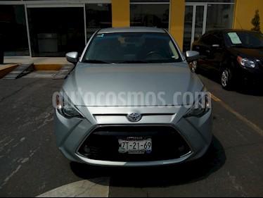 Foto venta Auto usado Toyota Yaris R LE Aut (2017) color Plata precio $240,000