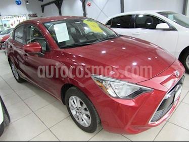 Foto venta Auto Seminuevo Toyota Yaris R LE (2017) color Rojo precio $200,000