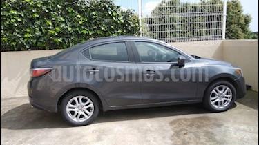 Foto venta Auto Seminuevo Toyota Yaris R XLE Aut (2017) color Gris Metalico precio $225,000
