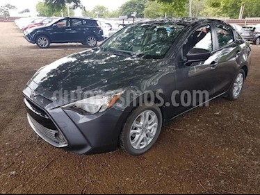 Foto venta Auto Seminuevo Toyota Yaris R XLE Aut (2017) color Gris Metalico precio $239,000
