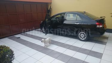 Toyota Yaris Sedan GXi 1.5L Aut usado (2010) color Negro precio u$s3,500