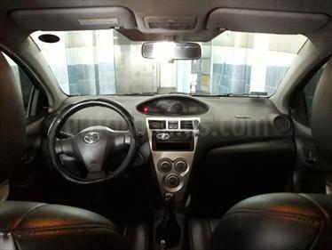 Toyota Yaris Sedan XLi 1.3L usado (2012) color Gris Metalico precio u$s9,500