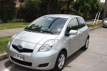 Foto venta Auto Usado Toyota Yaris Sport 1.3 GLi Aut 3P (2010) color Plata Gris precio $4.750.000