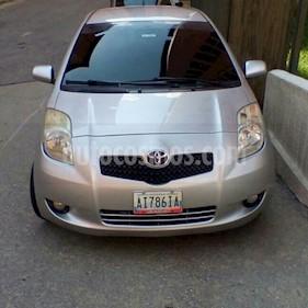 Foto venta carro Usado Toyota Yaris (Linea Sol) L4,1.3i,16v A 2 1 (2007) color Plata precio u$s4.300