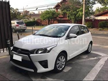 Foto Toyota Yaris 1.3L 5P Aut usado (2015) color Plata precio BoF6.200.000