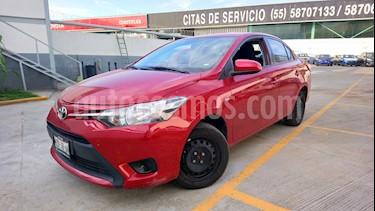 Foto venta Auto Seminuevo Toyota Yaris 5P 1.5L Core (2017) color Rojo Borgona precio $199,000