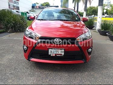 Foto venta Auto Seminuevo Toyota Yaris 5P 1.5L S (2017) color Rojo precio $239,000