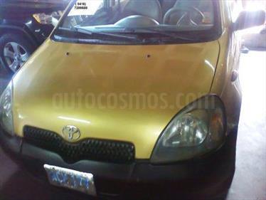 Foto venta carro Usado Toyota Yaris Sol Sinc. (2000) color Amarillo Mostaza precio u$s1.800