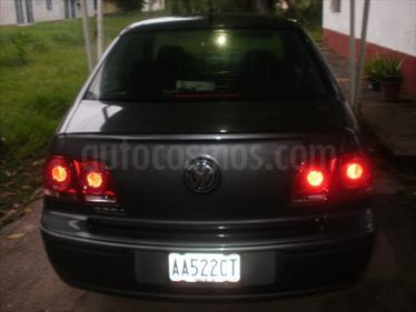 Foto venta carro usado Volkswagen Bora Comfortline 2.0L Tiptronic (2009) color Gris precio u$s2.500
