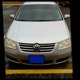 Foto venta carro usado Volkswagen Bora Comfortline 2.0L Tiptronic (2010) color Aluminio precio u$s5.000