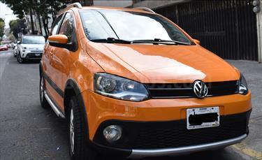 Foto venta Auto Seminuevo Volkswagen CrossFox 1.6L  (2013) color Naranja Electrico precio $145,000