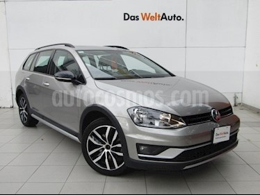 Foto venta Auto Seminuevo Volkswagen CrossGolf 1.4L (2017) color Plata Tungsteno precio $279,000